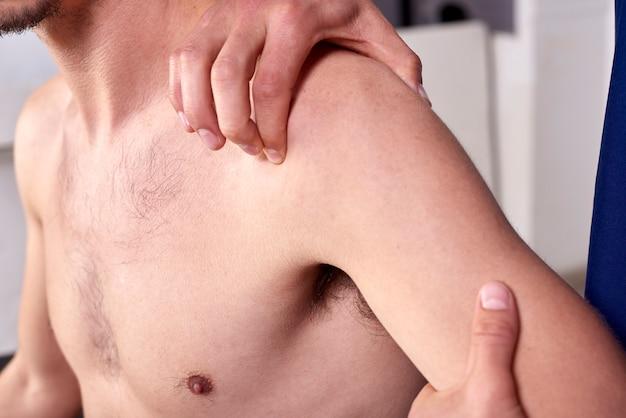Young man having chiropractic shoulder adjustment. Premium Photo