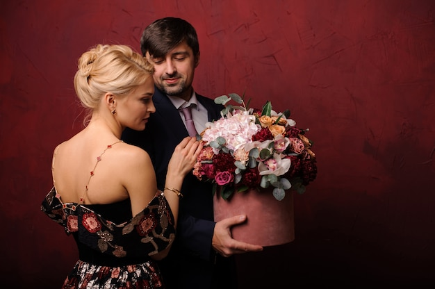 Young man holding a bouquet of flowers near his woman Premium Photo