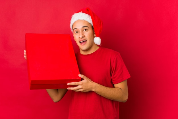 Young man holding a gift on christmas day Premium Photo
