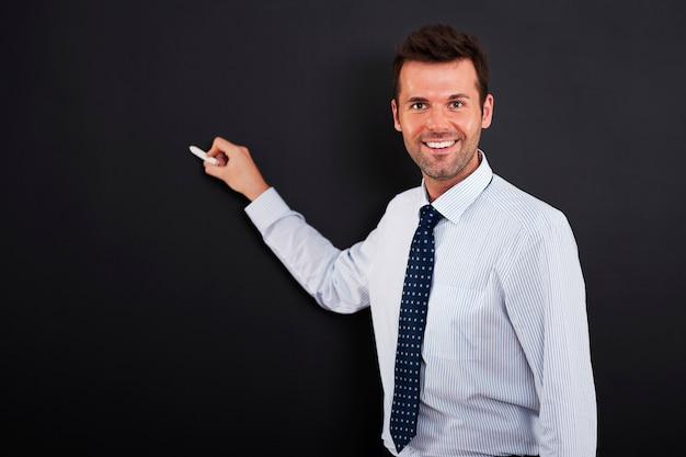 若い男はビジネス戦略を描く準備ができています 無料写真