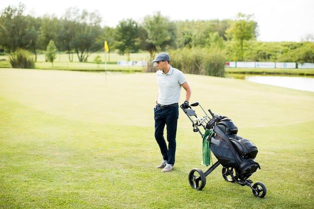 Young man playing golf Premium Photo