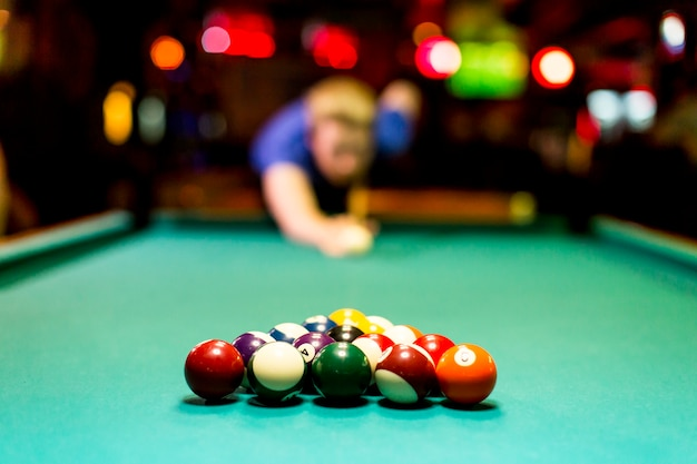 Young man playing snooker in the bar Premium Photo
