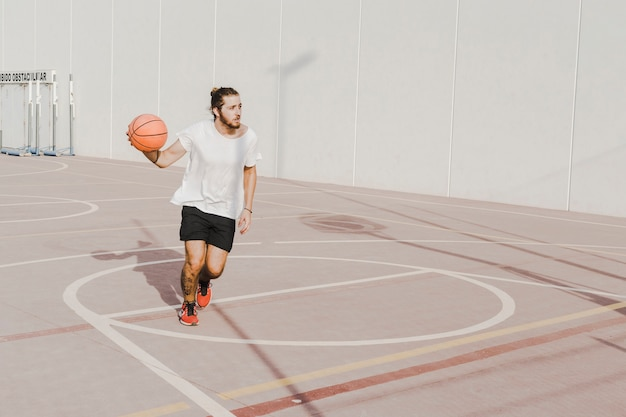Young man practicing basketball Free Photo