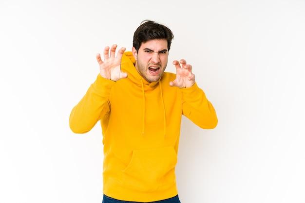 Молодой человек показывает когти, имитирующие кошку, агрессивный жест. Premium Фотографии