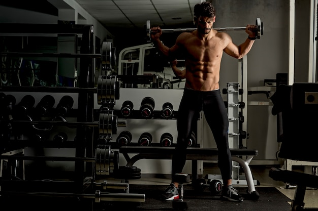 Young man training in the gym Premium Photo