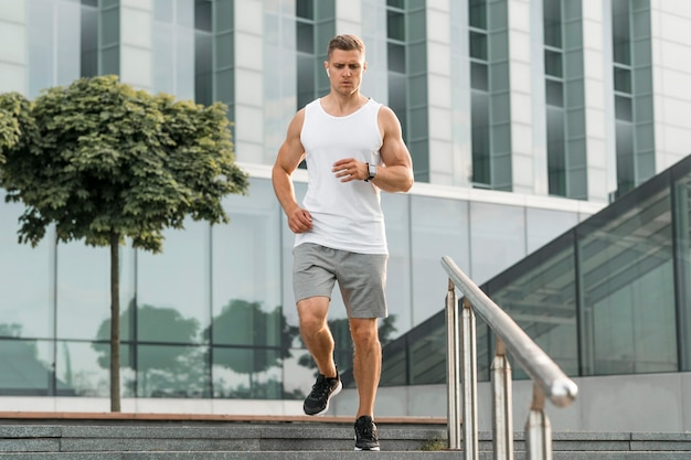 Young man training outdoors Free Photo