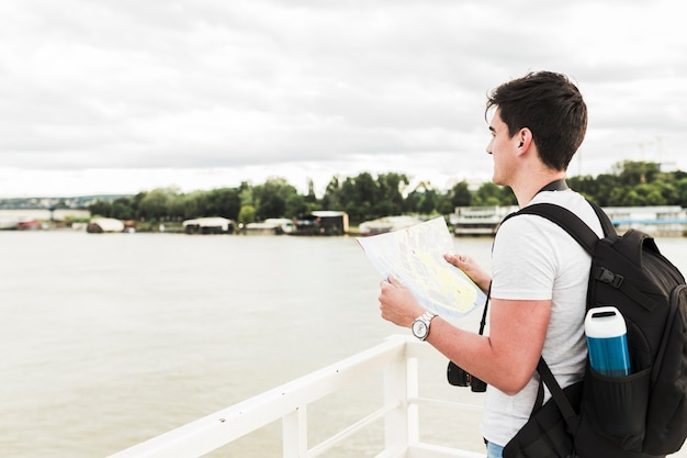 Young man traveling around the world Free Photo