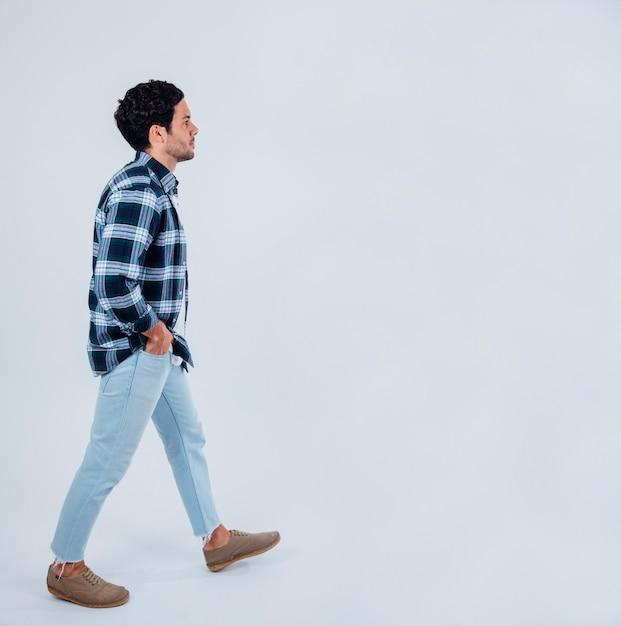 Young man walking Premium Photo