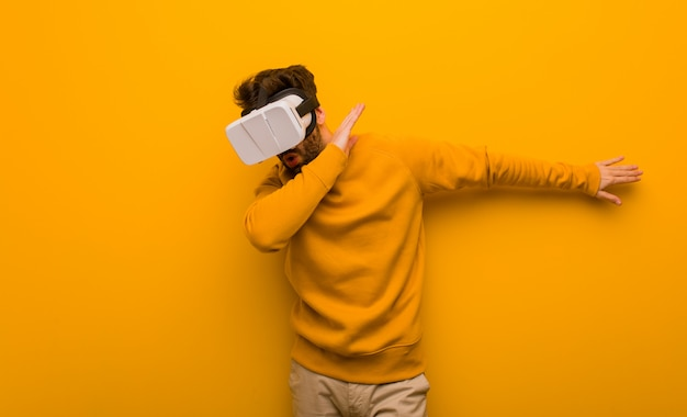 Young man wearing a virtual reality glasses Premium Photo