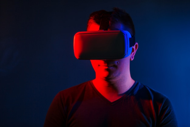 Young man wearing vr headset and experiencing virtual reality. Free Photo