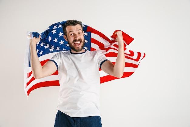 Giovane con la bandiera degli stati uniti d'america Foto Gratuite