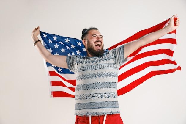 Молодой человек с флагом соединенных штатов америки Бесплатные Фотографии