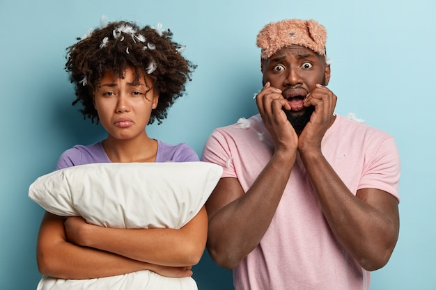 Young man and woman with sleep mask and pillow Free Photo