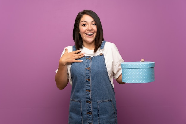 Young mexican woman   holding gift box Premium Photo