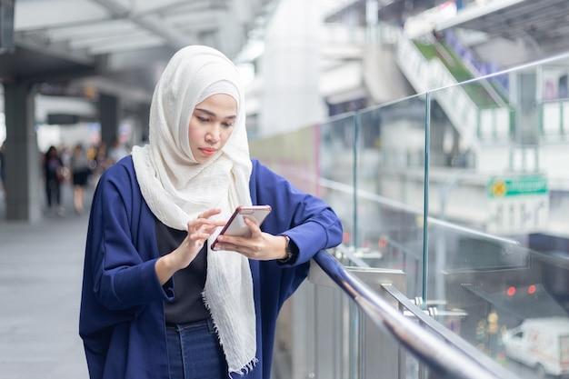 Young muslim woman using smartphone. Premium Photo