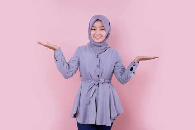 Young muslim woman wearing a blue hijab Premium Photo