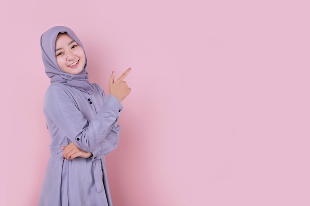 Young muslim woman wearing a blue hijab Premium Photo