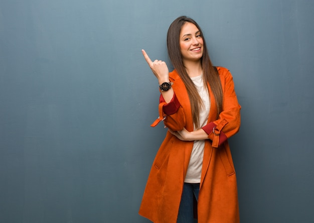 Young natural woman pointing to the side with finger Premium Photo