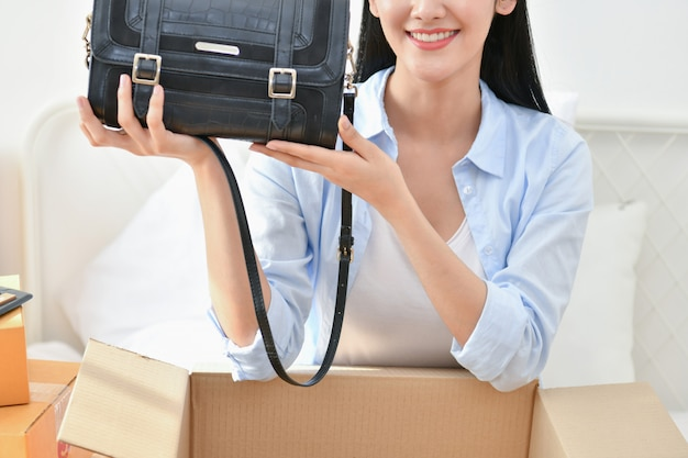 Young people are packing their packages Premium Photo