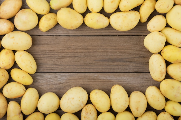 Young potatoes  on wooden table. rustic style. top view. flat lay. Premium Photo