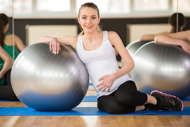 Young pregnant woman doing exercise using a fitness ball. Premium Photo