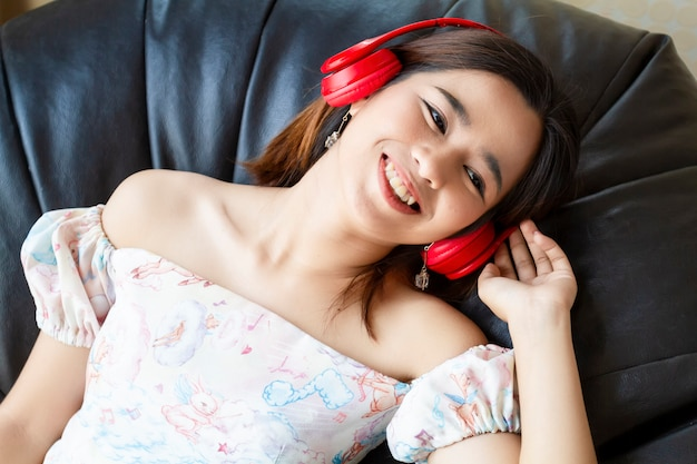 Young pretty woman listening song with headphone Free Photo