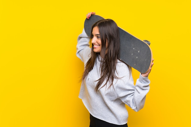 Young skater woman Premium Photo