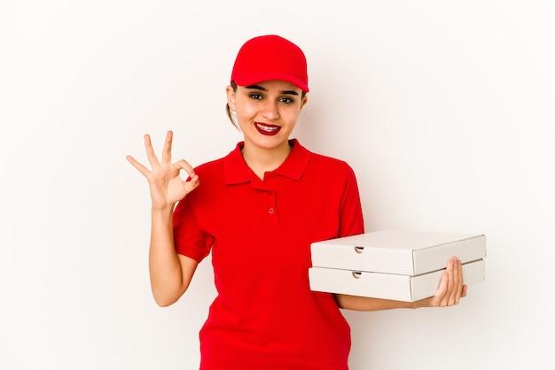 若いスキニーアラブピザ配達の女の子はショックを受けて、彼女は重要な会議を思い出しました。 Premium写真