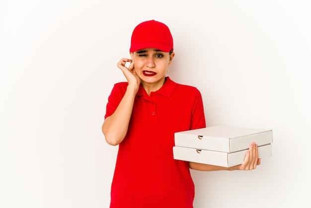 彼女の耳に触れる若いスキニーアラブピザ配達の女の子 Premium写真