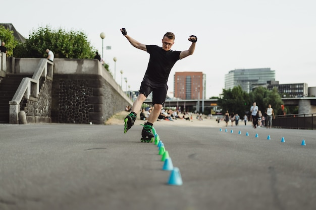 Young sports man on roller skates in a european city. sports in urban environments. Free Photo