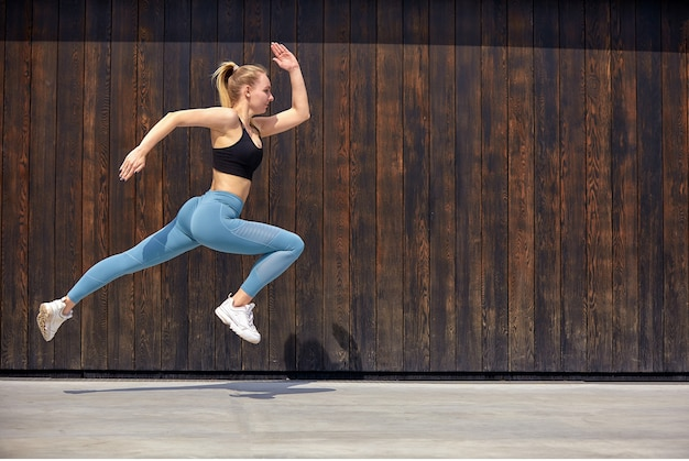 Young sporty woman jumping Premium Photo