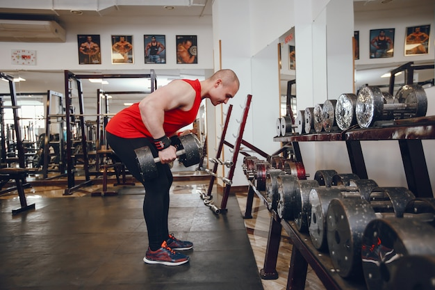 Young and strong guy trains in the gym Free Photo