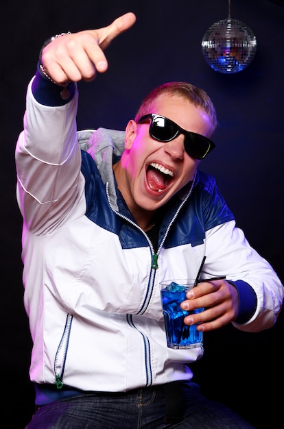 Young stylish guy in the nightclub Free Photo