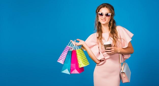 Молодая стильная сексуальная женщина в розовом роскошном платье, летняя мода, шикарный стиль, солнцезащитные очки, Бесплатные Фотографии