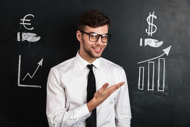 Young successful man in white shirt presenting new financial project Free Photo