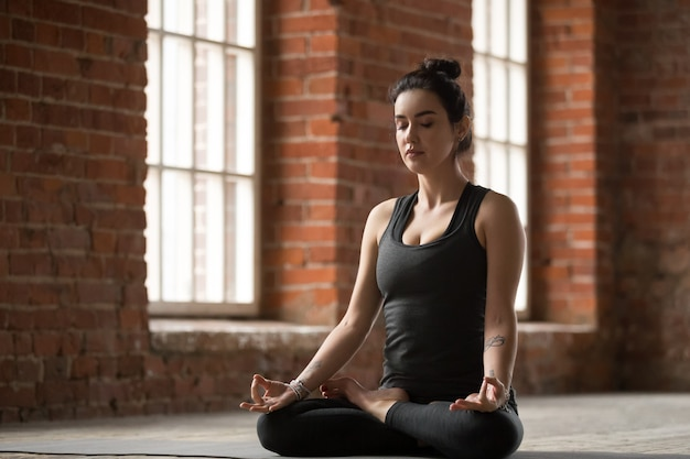 Young woman doing lotus exercise Free Photo