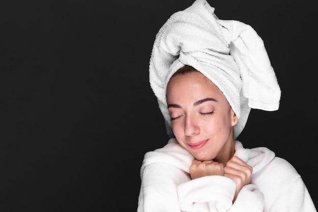 Young woman enjoying wellness treatment Free Photo