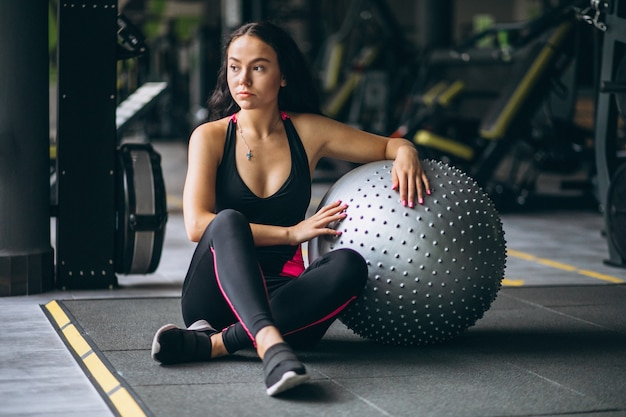 Young woman at the gym exercing with equipment Free Photo
