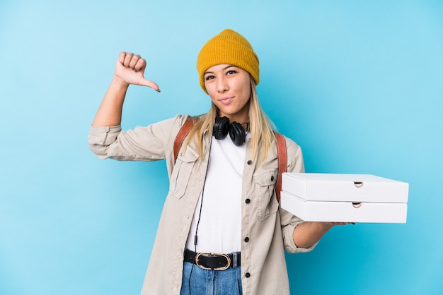 Young woman holding pizzas feels proud and self confident Premium Photo