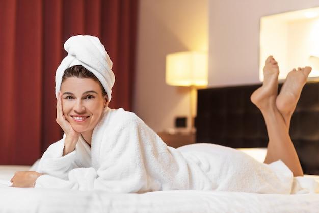 Девушка после работы расслабилась работа в спб для девушки