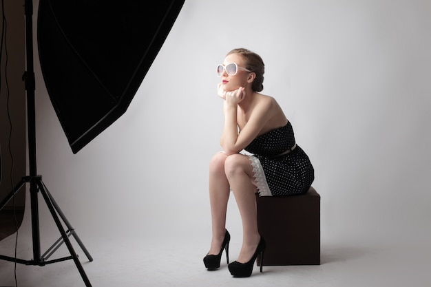 Young woman on a photoshoot Premium Photo