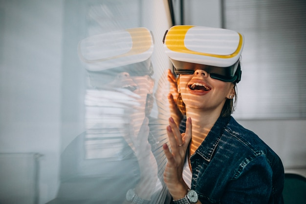 Young woman playing game through the vr glasses Free Photo