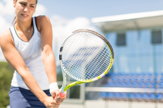 Young woman playing tennis Premium Photo