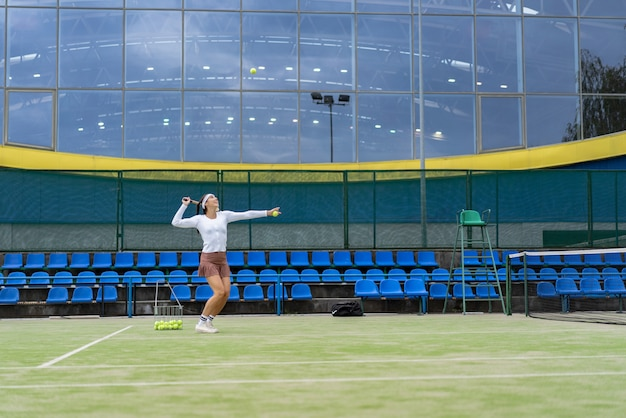 Young woman playing tennis Free Photo
