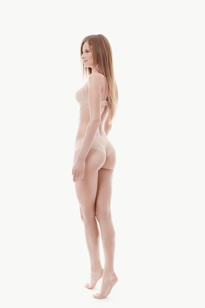 속옷, 베이지 색 브래지어와 팬티, 완벽한 피부, 다시보기에서 포즈 젊은 여자 무료 사진