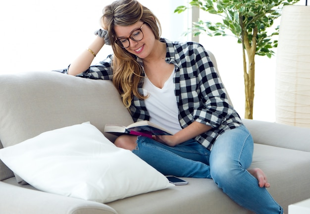 young woman reading book photo free download