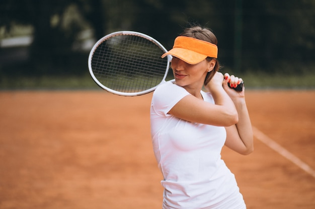 Young woman tennis player at the court Free Photo