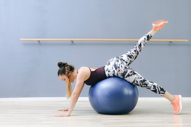 Young woman training on fitball Free Photo