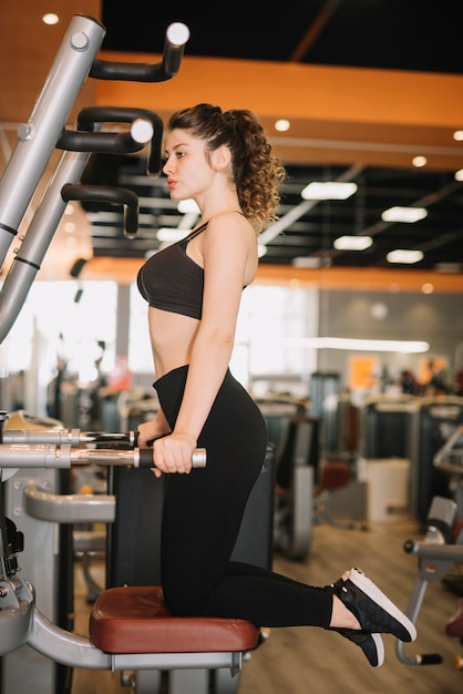 Young woman training at the gym Free Photo
