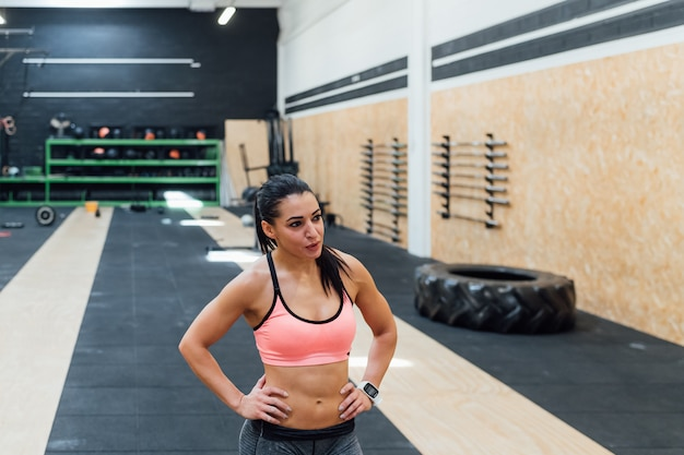 Young woman training Premium Photo
